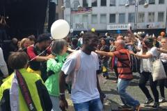 Hand_in_Hand_gegen_Rassismus.Menschenkettentanz.Bochum_2016_k